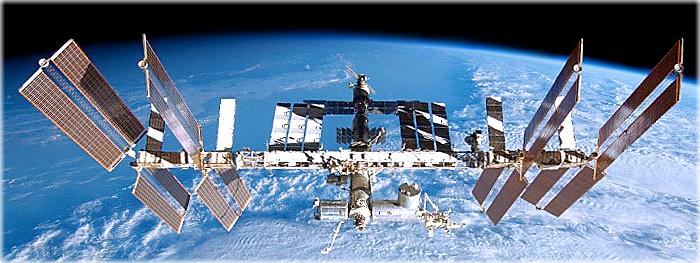 perigo de colisão com a ISS força astronautas a entrar na cápsula Soyuz