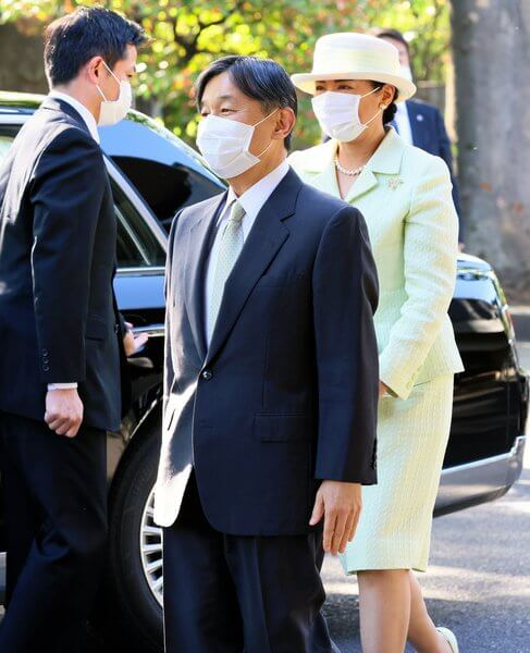 Empress Masako attended the Midori Academic Award ceremony (Reiwa). Masako wore a green tweed jacket and skirt
