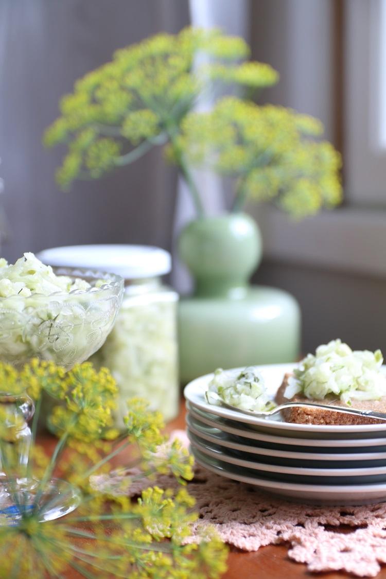 kurkkusalaatti, resepti, ohje, säilöntä, sadonkorjuu