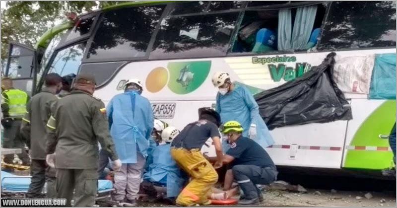 Autobús repleto de venezolanos sufrió terrible accidente en Colombia