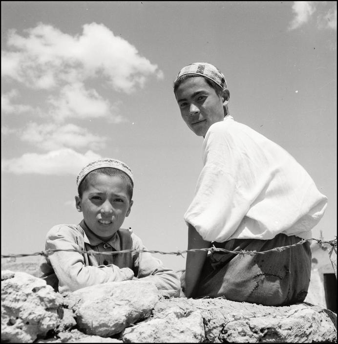 Крымскотатарские дети в Крыму, 1943 год