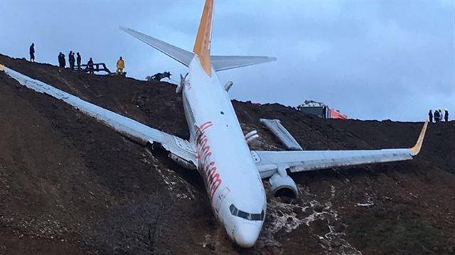 Αεροπλάνο «γλίστρησε» από τον διάδρομο προσγείωσης και βρέθηκε στον γκρεμό! (βίντεο)