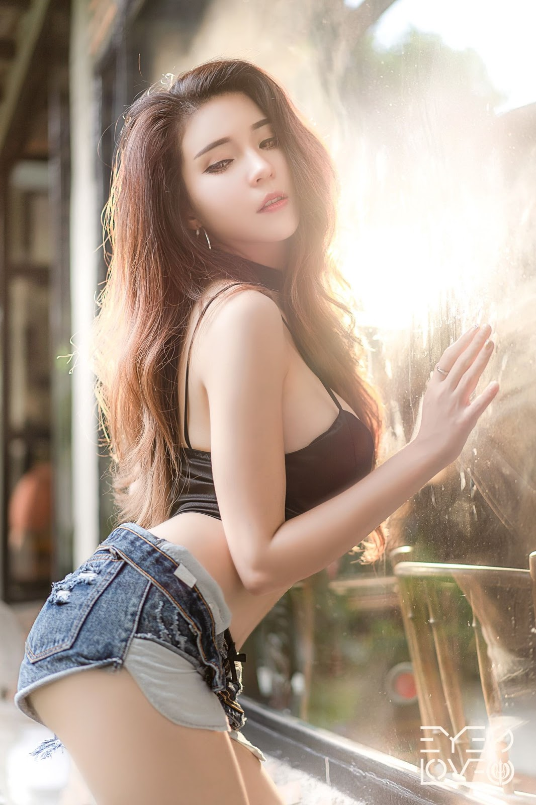 Thailand hot model - Janet Kanokwan Saesim - Black leather and jean - Picture 10