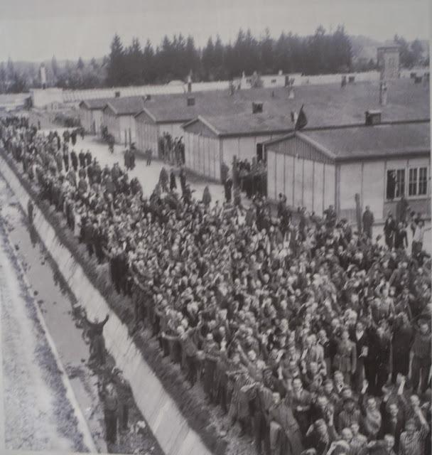 foto tomada paneles informativos de Dachau