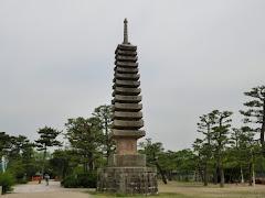 京都宇治・十三重石塔