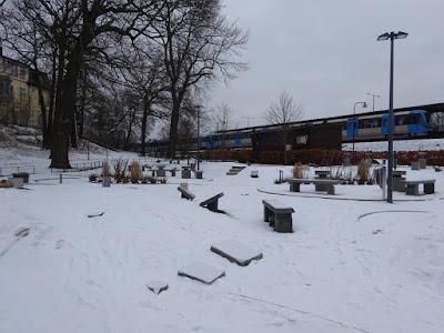Golfbaren Kristineberg is right next to the railway station