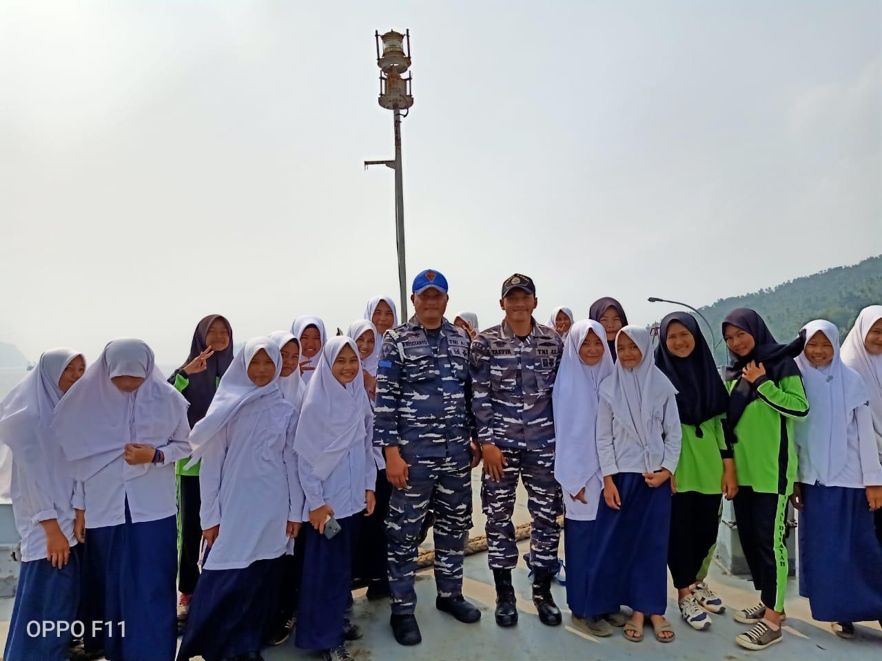 Memperingati HUT TNI AL Ke -74 KRI Teluk Sibolga Laksanakan Open Ship