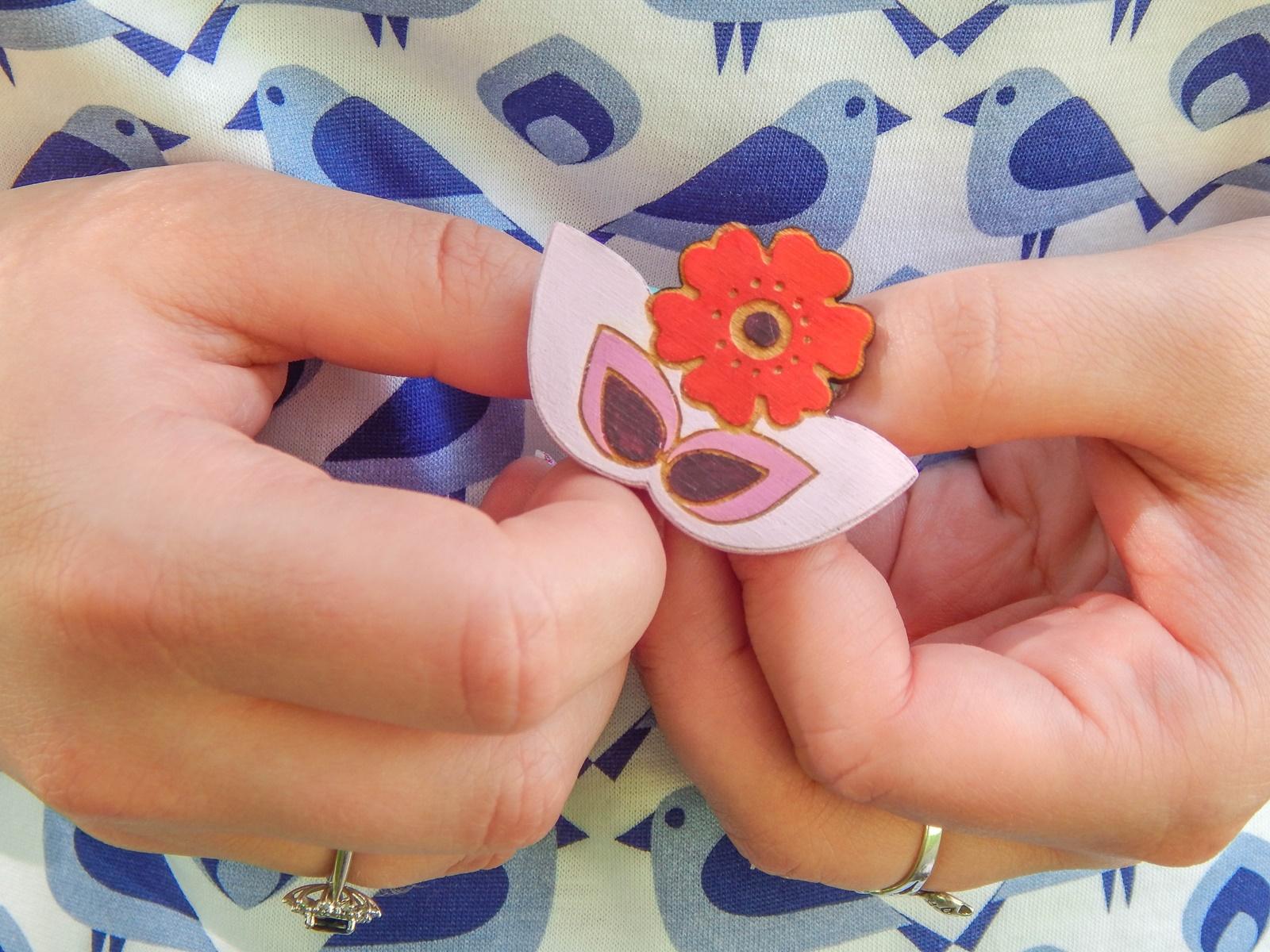 6 samodobro dwukroopek dwustronna sukienka dla mamy prezent na dzień matki drewniana biżuteria wróbel i dzika róża metka z opowiadaniem ciekawe mlode polskie marki odzieżowe moda lifestyle łódź