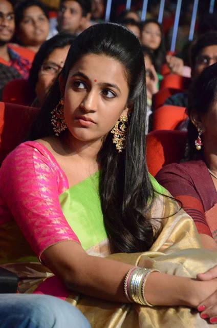 Telugu TV Anchor Niharika Konidela Photos in Saree in Oka Manasu Navel Queens