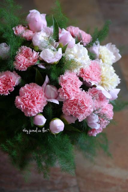 poza buchet de flori roz