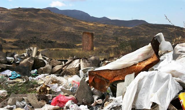 Pashinyan pide levantar la basura y revisar concesiones en el lago Sevan