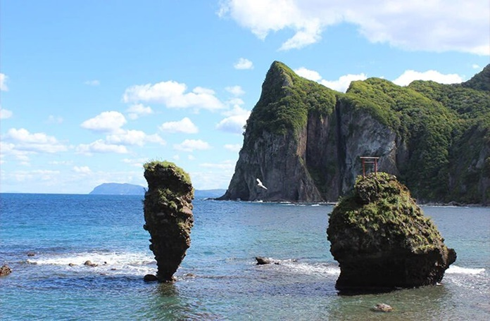 หินเอบิสึและหินไดโกกุ (Ebisu Rock & Daikoku Rock: えびす岩と大黒岩)