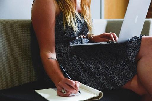 peluang usaha menjadi konten writer bagi ibu rumah tangga