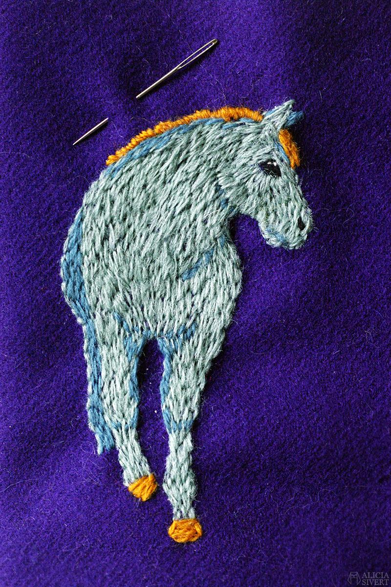 aliciasivert alicia sivert alicia sivertsson yllebroderi wool embroidery free hand fritt broderi yllebroderi brodera schattersöm plattsöm handarbetets vänner konstsömnad skapa skapande kreativitet diy konst textile art textil textilkonst hantverk handarbete häst horse pony