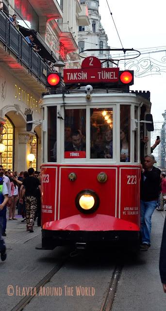 Tranvía en la calle Istikal, Estambul