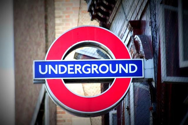 Insegna Underground-Metropolitana di Londra