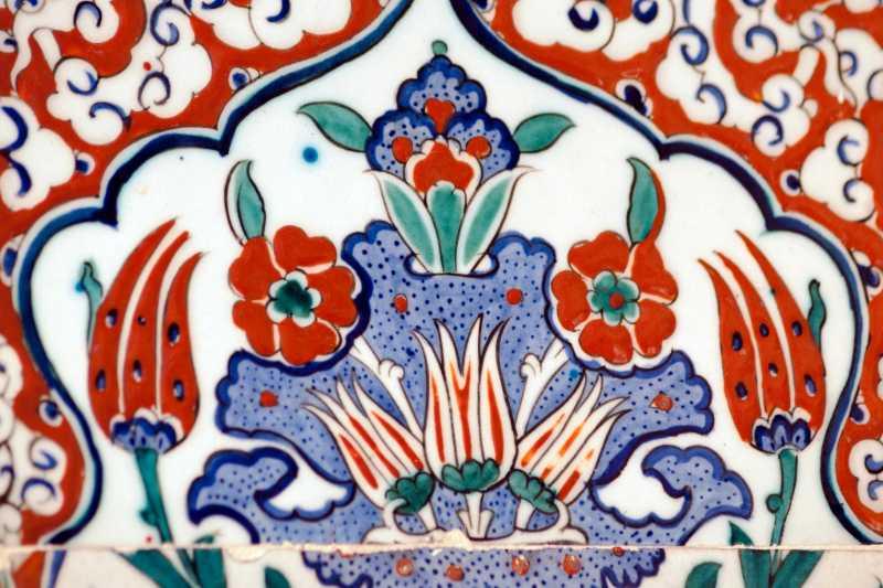 Tulipanes en la cerámica turca
