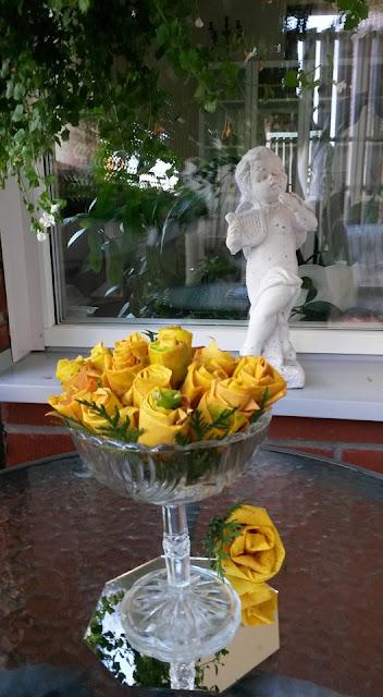 ruusuja vaahteranlehdistä.jpg