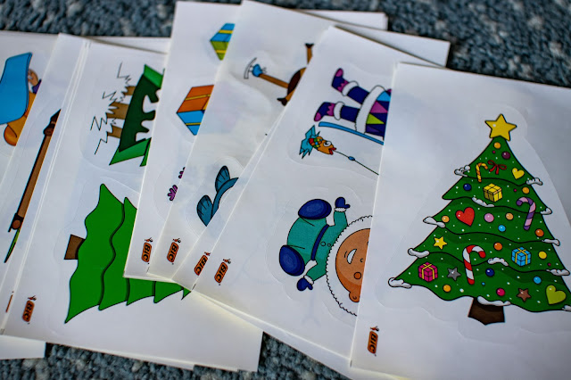 What is behind day 24 of the bIC advent calendar: large Christmas stickers