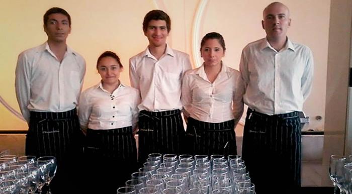 SE BUSCAN CAMAREROS/AS PARA SERVICIO DE CATERING CON O SIN EXPERIENCIA