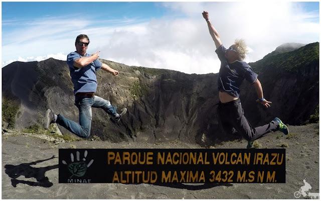 saltando jump en volcan irazu