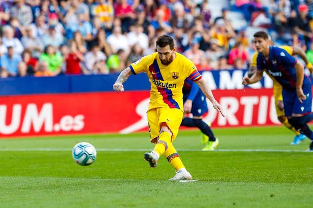 Lionel Messi scores a penalty kick in Barcelona 3-1 away loss to Levante in La Liga