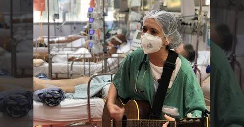 """Médica canta louvor para pacientes com Covid-19: """"Se você desistiu, Deus não vai desistir"""""""