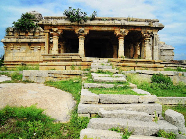 A ruined temple on Hemkuta Hill in Hampi.