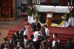 Misa Arwah Almarhum Deno di Katedral Ruteng, Isak Tangis Warga Manggarai Pecah Saat Lagu Lea Dinyanyikan
