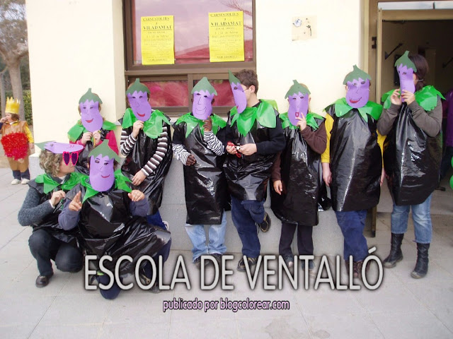 2 - Disfraz escolar de berenjena con bolsa de plástico y máscara