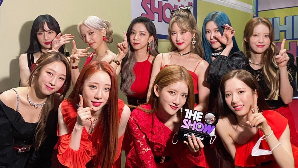 WJSN Takes Home The 1st Trophy For 'UNNATURAL' on 'The Show'