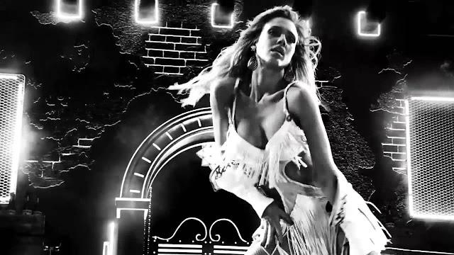 Jessica Alba como la stripper Nancy Callahan en Sin City