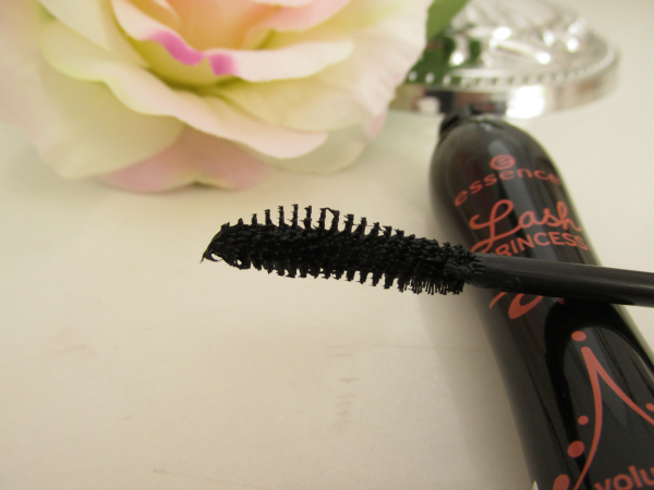 essence lash princess volume mascara Kobra Bürste