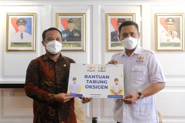 Kadin Sulawesi Selayan Berikan Bantuan 250 Oksigen dan Regulator ke Pemprov.lelemuku.com.jpg