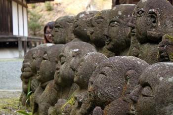 羅漢の石像