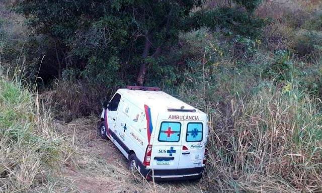 Ambulância sai da pista e bate em árvore na Chapada Diamantina