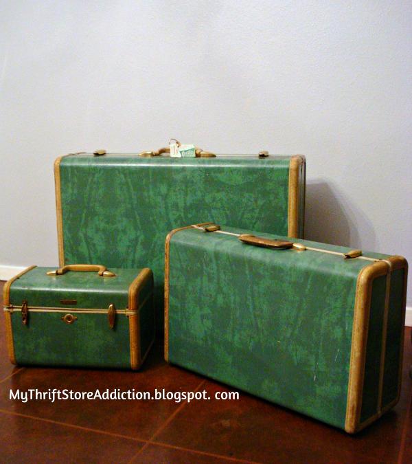 Friday's Find Vintage Favorites  $4 yard sale Samsonite luggage  mythriftstoreaddiction.blogspot.com