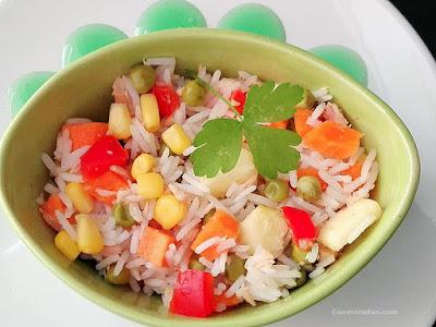 ensalada de arroz con atún