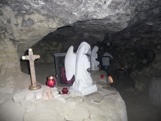 Страдч. Печерний монастир XI-XIII ст. Церква Божої Матері Нерушима Стіна