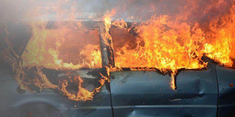 Φωτιά σε αυτοκίνητο στη Χαλκιδική