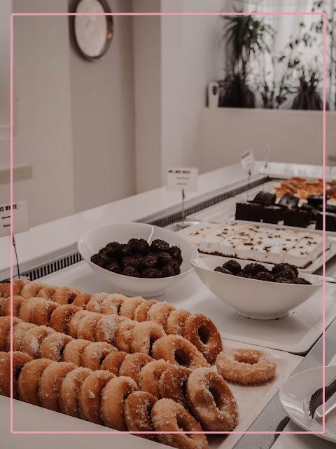 mr and mrs white hotel breakfast doughnuts
