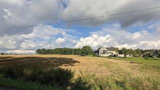 Links die Felder von Mehla und rechts einige Häuser von Nässa