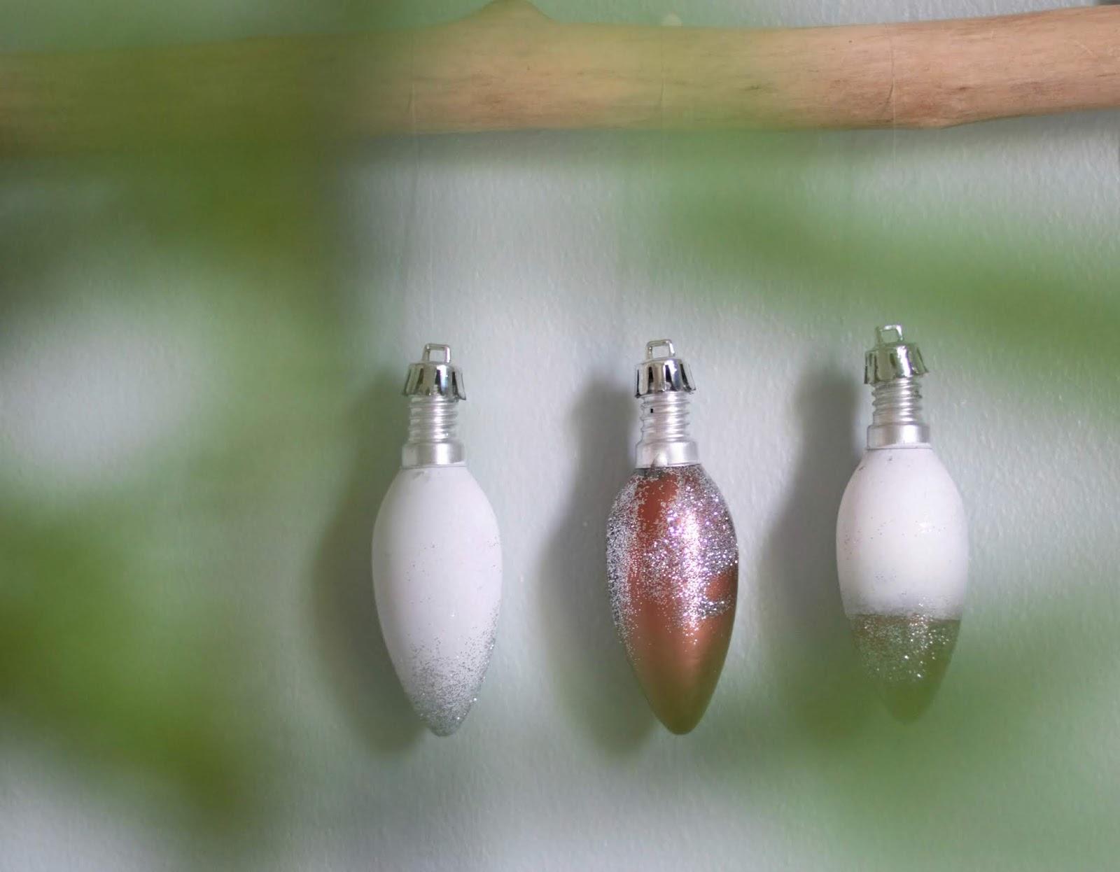 vanhoista lampuista kuusen koristeet
