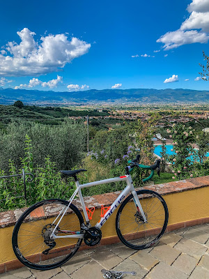cycling in tuscany full carbon road bike rental in serravalle pistoiese pistoia florence italy