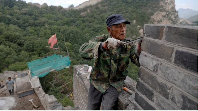 Craftsmen help to restore China's Great Wall brick by ancient brick