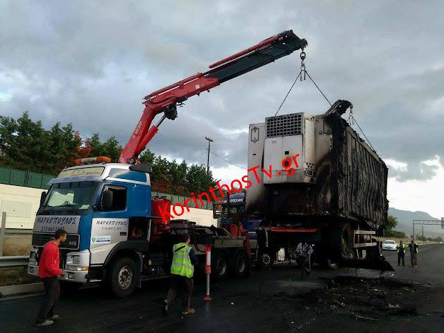 Νταλίκα τυλίχθηκε στις φλόγες στην εθνική οδό Αθηνών – Κορίνθου