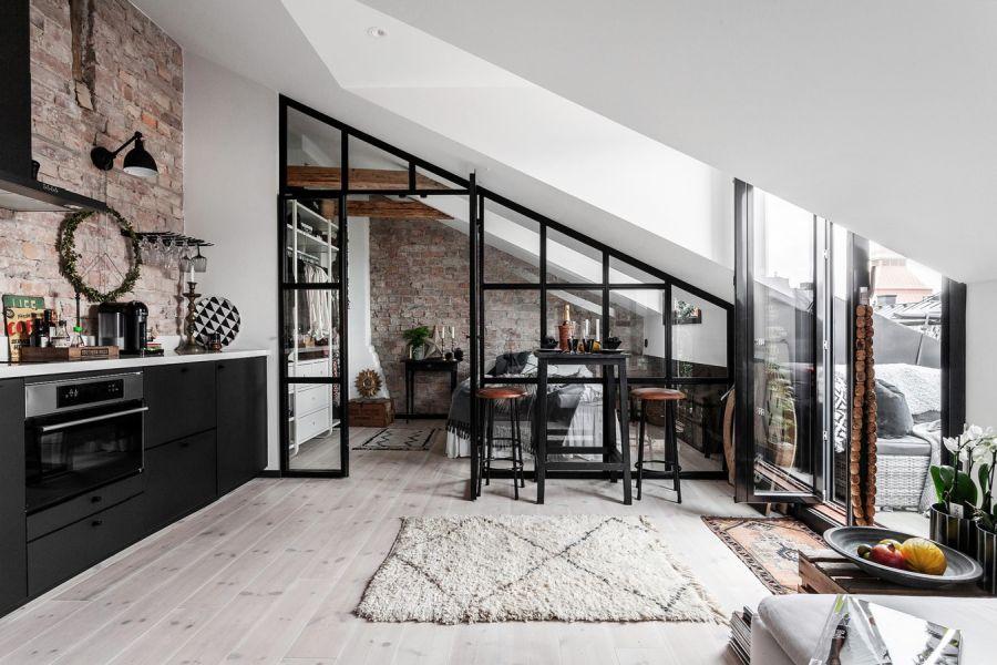Mieszkanie na poddaszu w loftowym klimacie, wystrój wnętrz, wnętrza, urządzanie domu, dekoracje wnętrz, aranżacja wnętrz, inspiracje wnętrz,interior design , dom i wnętrze, aranżacja mieszkania, modne wnętrza, loft, styl industrialny, czerń i biel, black and white, salon, living room, kuchnia, kitchen, szklana ściana