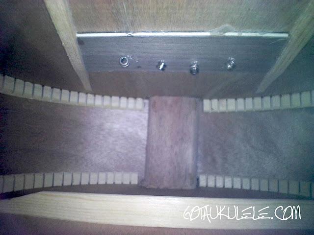 Snail SUT-M1 Tenor ukulele inside
