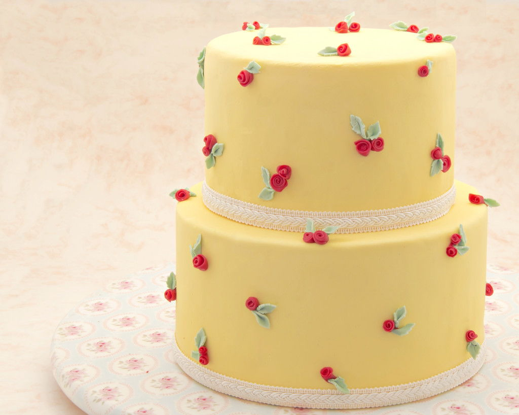 Delicious Fondant Cake - All About Wedding