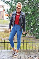 http://www.karyn.pl/2016/12/bordowy-sweter-i-czapka-z-pomponem.html